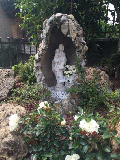 statua della Madonna con Gesù bambino in marmoresina, di altezza 43 cm, cod. 25MGB40MR, località: Calino (Brescia)