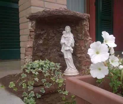 statua della Madonna con Gesù bambino in marmoresina, di altezza 43 cm, cod. 25MGB40MR, provincia di Como