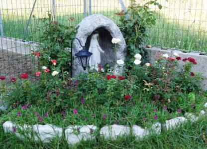 Madonna delle rose, altezza 40 cm, con nicchia col. antichizzato, località: Rosolina (Rovigo)