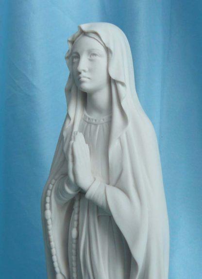 Madonna di Lourdes altezza 27 cm in marmoresina, cod. 25MLO25MR, dettaglio