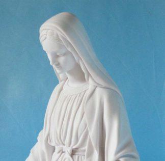 statua della Madonna Immacolata in marmoresina, altezza 43 cm, cod. 25MIM40MR, dettaglio