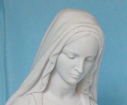 statua della Madonna Immacolata in marmoresina, altezza 51 cm, cod. 25MIM50MR, dettaglio