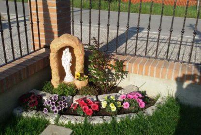 grotta in finta roccia con vasetto, statua della Madonna con Gesù bambino e bordo dritto 25, località: Bornio (Rovigo)