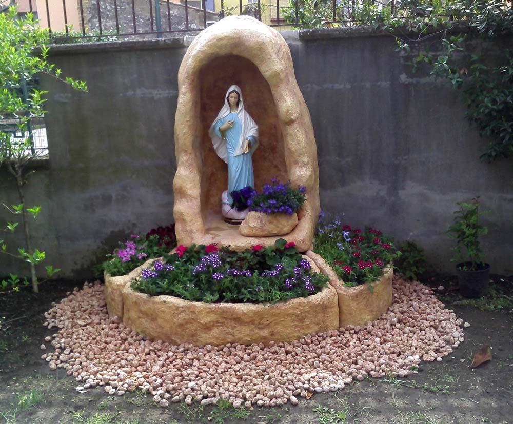 Come costruire una nicchia per madonna - Statue da giardino in resina ...