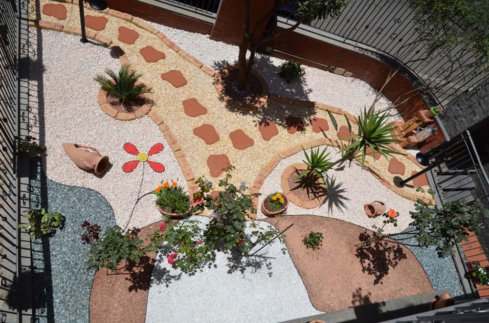 Bordura per aiuole cordoli bordure e piastre r c di - Aiuole per giardino ...