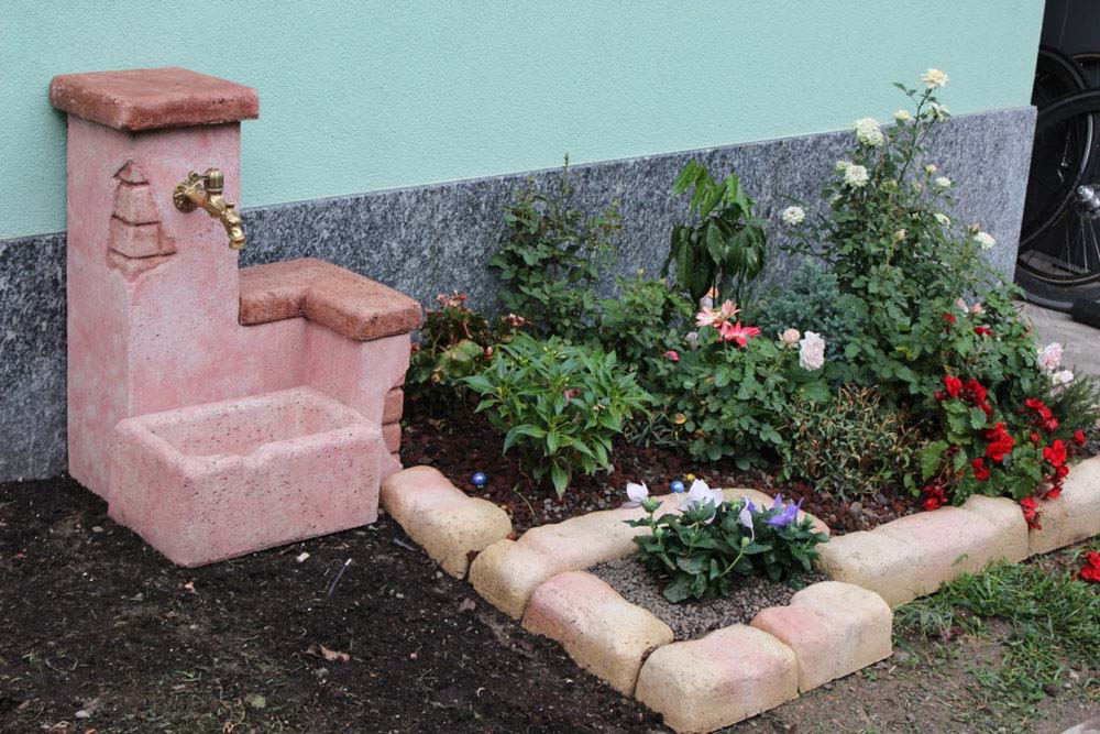 Cordoli bordure e piastre r c di rinaldi geom franco for Fontana giardino fai da te