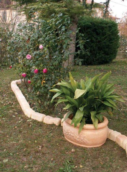 bordura per aiuole col. pietre del borgo e vaso azalea col. mattone, località: Villanova del Ghebbo (Rovigo)