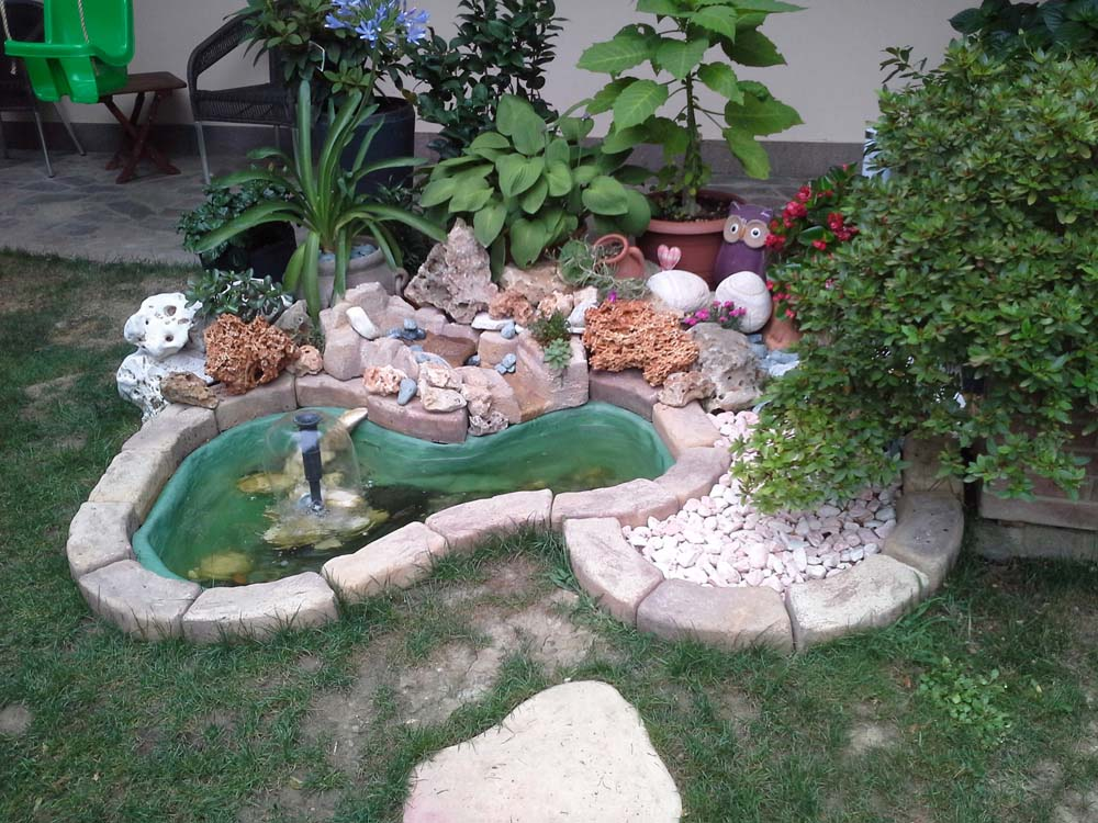 Bordo curvo da 80 a 130 cordoli bordure e piastre r c for Prodotti per laghetto da giardino