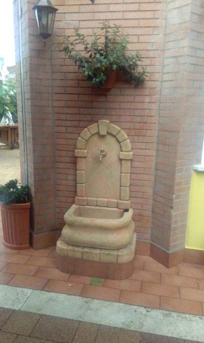 fontana a muro Aurelia col. pietre del borgo, cod. 03FAP, località: Monte Porzio Catone (Roma)