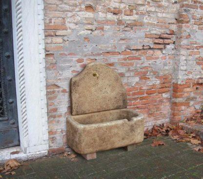 fontana a muro Brunico col. old stone, cod. 03FBOS, località: Lendinara (Rovigo)