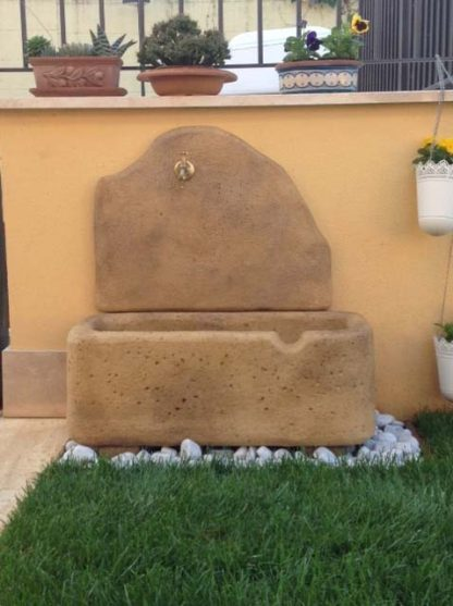 fontana a muro Brunico col. old stone, cod. 03FBOS, località: Monte Porzio Catone (Roma)