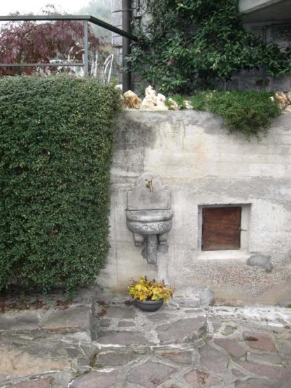 fontana a muro Giudecca con supporto col. antichizzata, cod. 03FMGAT, località: Rodero (Como)
