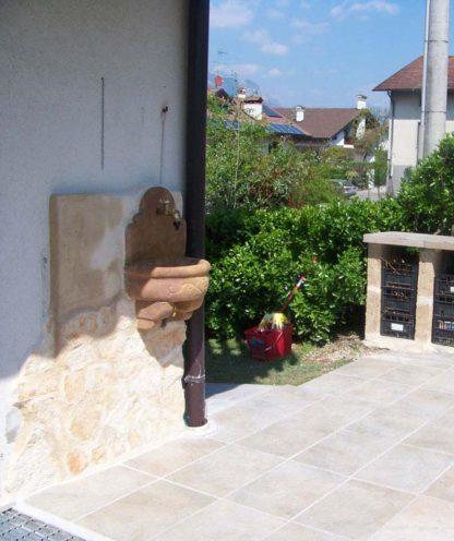 fontana a muro Giudecca con supporto col. mattone, cod. 03FMGM, località: Feltre (Belluno)