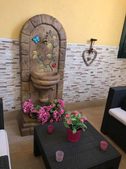 fontana a muro Roma col. old stone decor, cod. 03FMROSD, località: Pastorano (Caserta)
