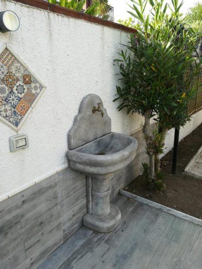 fontana a muro Venezia con supporto col. antichizzato, cod. 03FMVAT, località: Baia Domizia (Caserta)