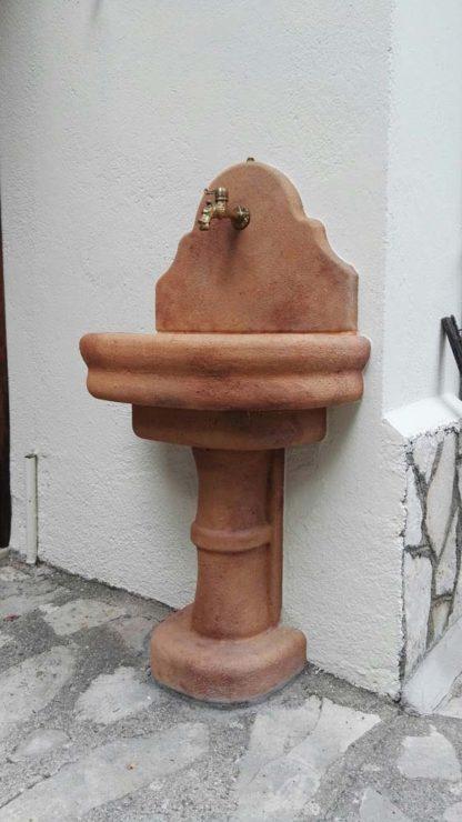 fontana a muro Venezia con supporto col. mattone, cod. 03FMVM, località: Leonessa (Rieti)