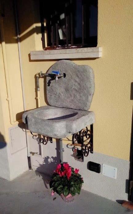 lavello giardino pietra : Lavello da giardino Anterselva Fontane a muro e lavelli R.C. di ...