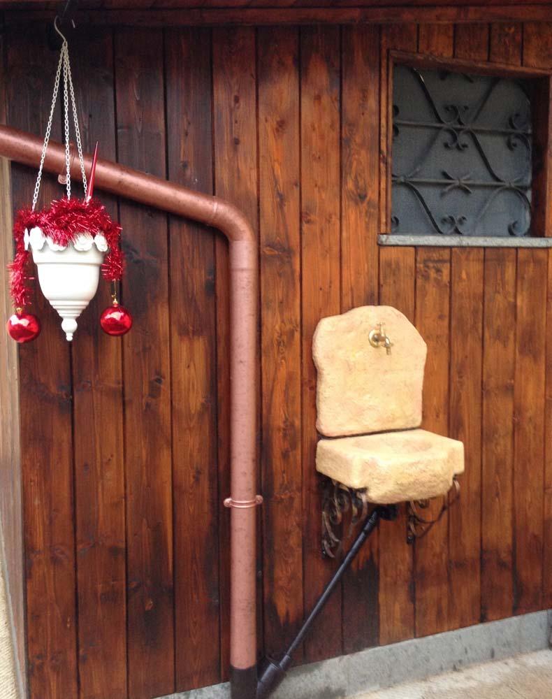 Lavello da giardino braies r c di rinaldi geom franco - Fontane a muro da giardino ...