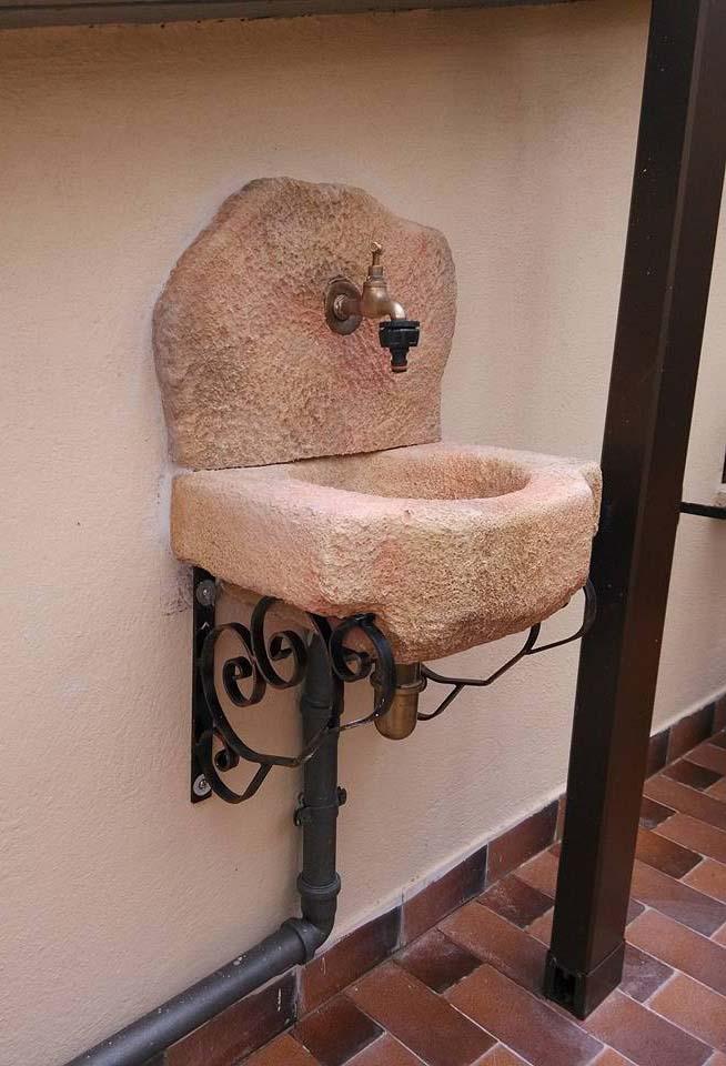 Lavello da giardino braies r c di rinaldi geom franco - Lavelli in pietra da giardino ...