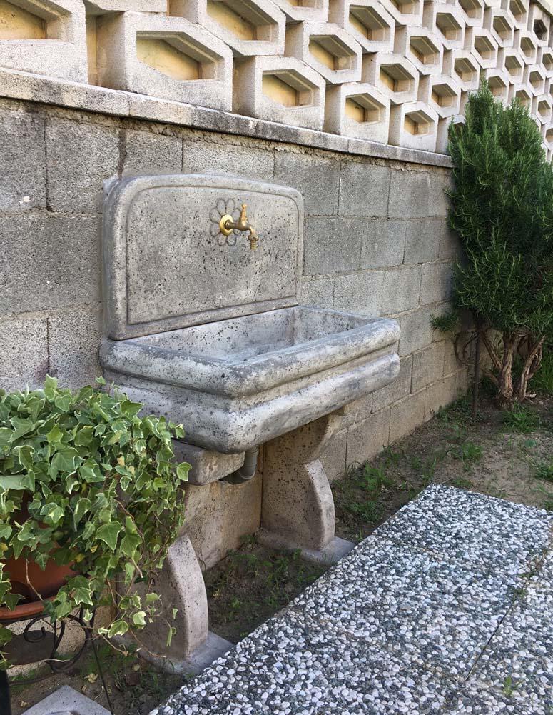 Lavello per esterno r c di rinaldi geom franco - Fontane a muro per esterno ...
