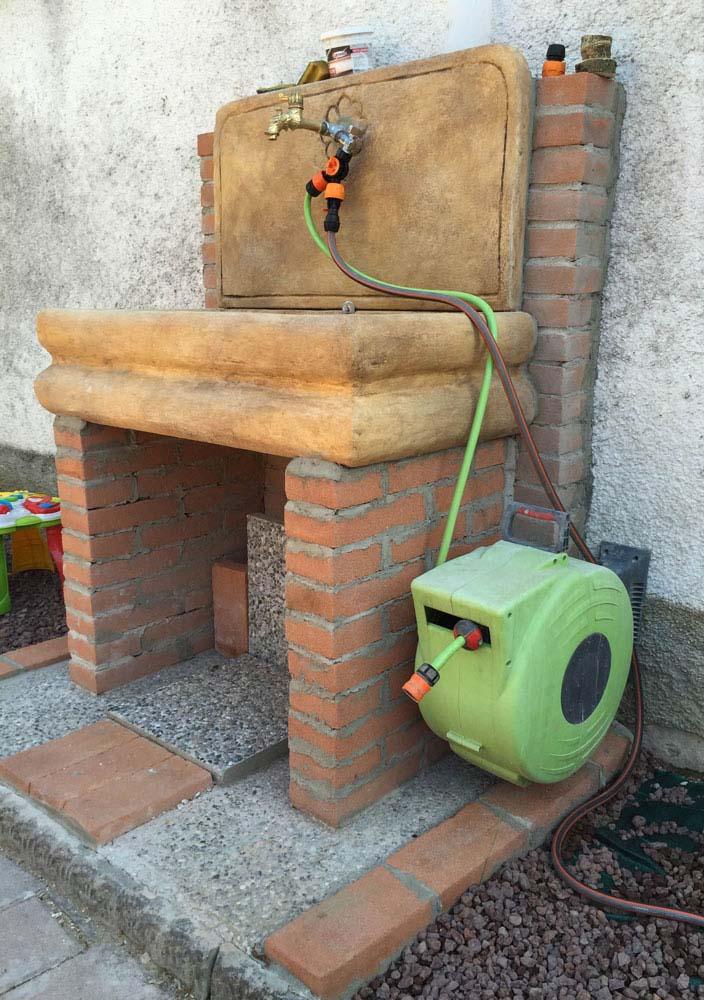 Lavello per esterno fontane a muro e lavelli r c di - Lavandino in pietra per esterno ...