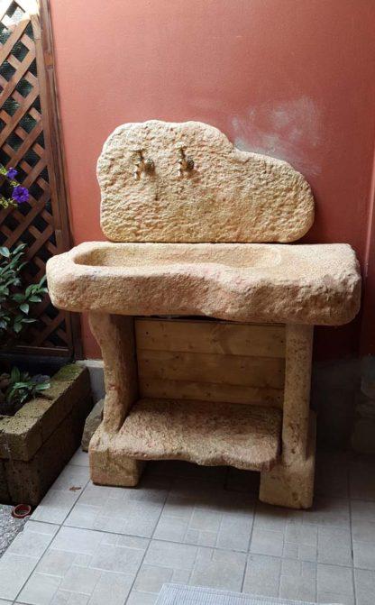 lavello Tovel con supporti, modificato, col. pietre del borgo, località: Castelcovati (Brescia)