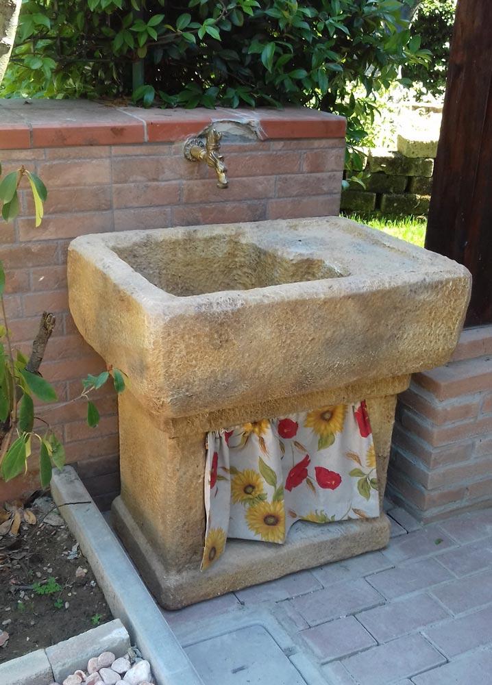 Lavello da giardino trasimeno r c di rinaldi geom franco - Fontane a muro da giardino ...