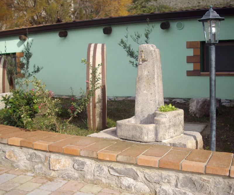 Fontana arezzo r c di rinaldi geom franco for Prodotti da giardino
