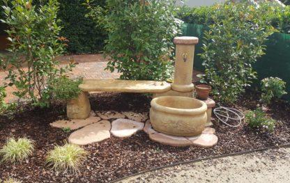 fontana azalea con panchina col. old stone, cod. 03FAZPOS, località: Chieve (Cremona)