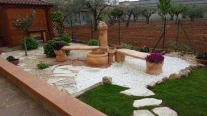 fontana azalea con panchina con gioco d'acqua e panchina roccia col. mattone, località: Cosenza