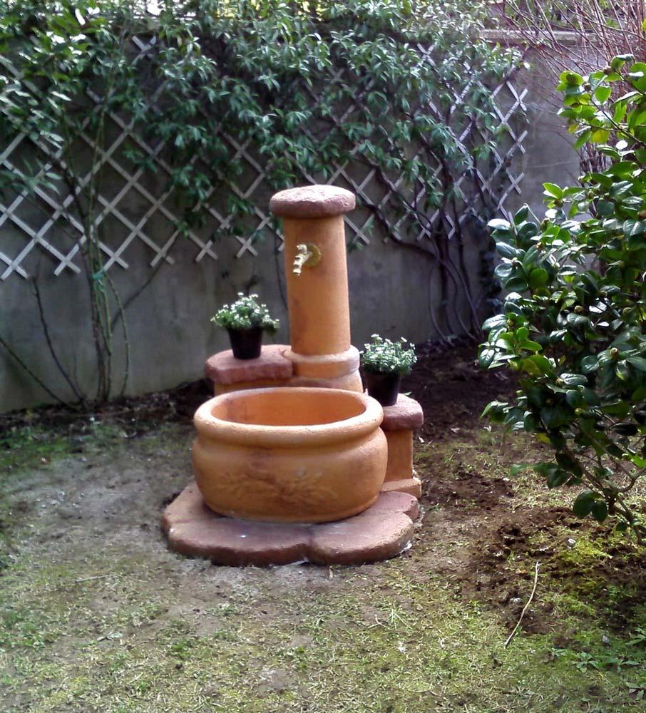 Fontana azalea r c di rinaldi geom franco for Prodotti da giardino