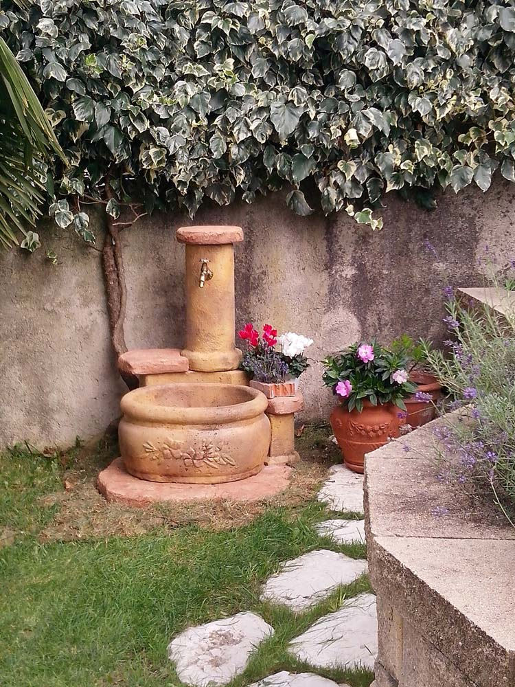 Fontana azalea fontane da giardino r c di rinaldi for Fontana fai da te