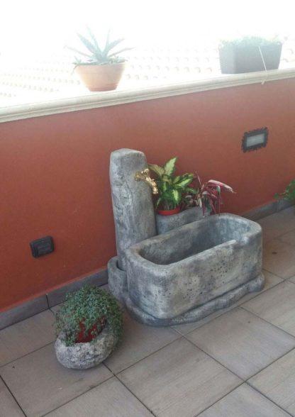 fontana Dolomiti 80 e vaso primula 30, col. antichizzato, località: Sossano (Vicenza)