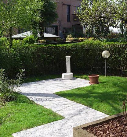 fontana esagonale 45 avorio, cod. 03F45A, località: Peschiera Borromeo (Milano)