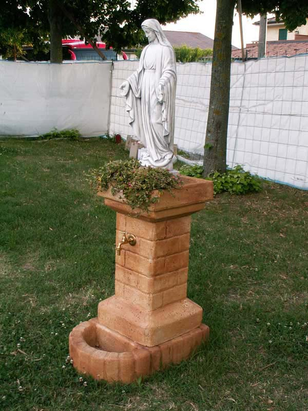 Fontana fiorita con madonna fontane da giardino r c for Prodotti per laghetto da giardino