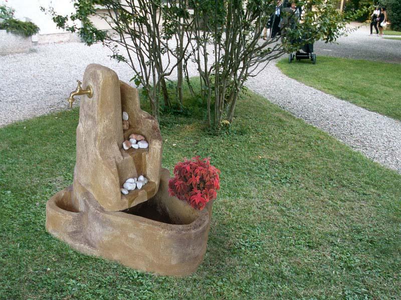 Fontana piave con gioco d acqua r c di rinaldi geom franco - Accessori per fontane da giardino ...