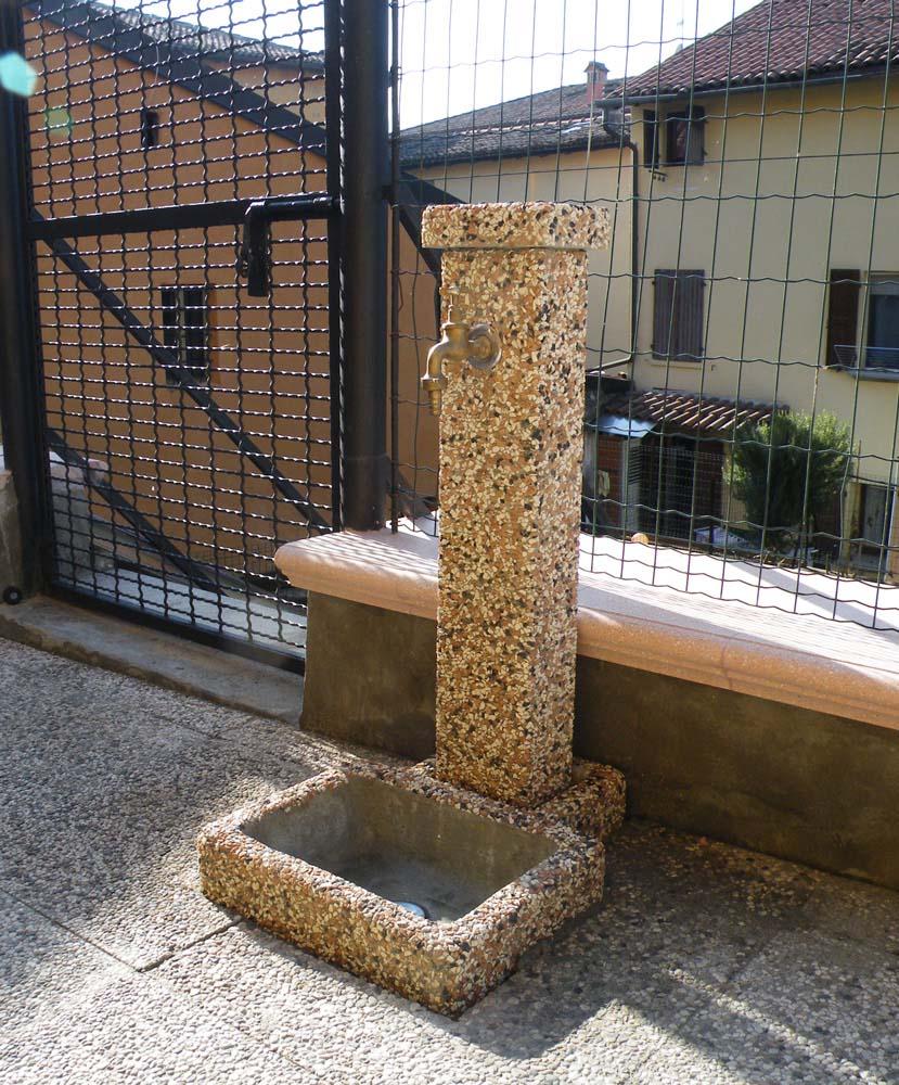 Fontana quadrata 40 fontane da giardino r c di - Fontane a parete da giardino ...