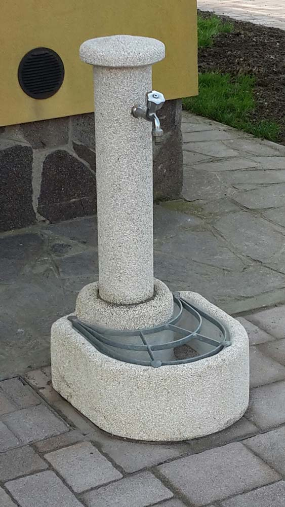 Fontana semicerchio r c di rinaldi geom franco for Articoli da giardino