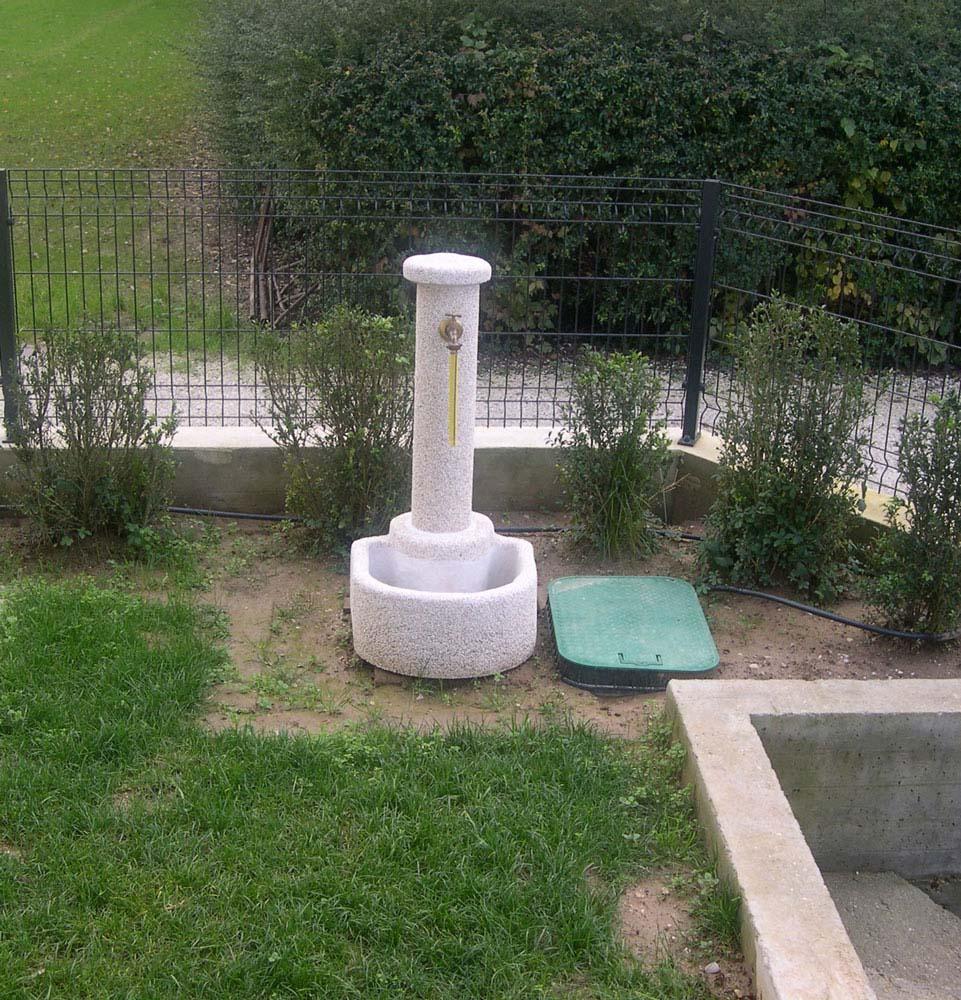 Fontana semicerchio fontane da giardino r c di rinaldi geom franco - Fontane da giardino roma ...