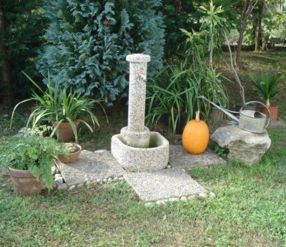 fontana semicerchio ghiaia di fiume, cod. 03FSF, località: Ronago (Como)