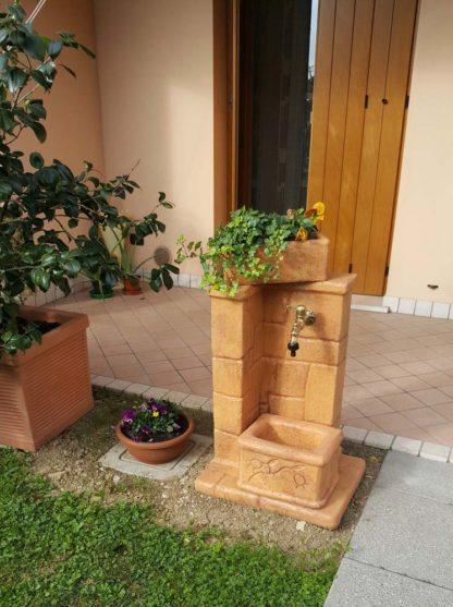fontana fonte antica col. mattone, cod. 03FOAM, località: Sacile (Pordenone)