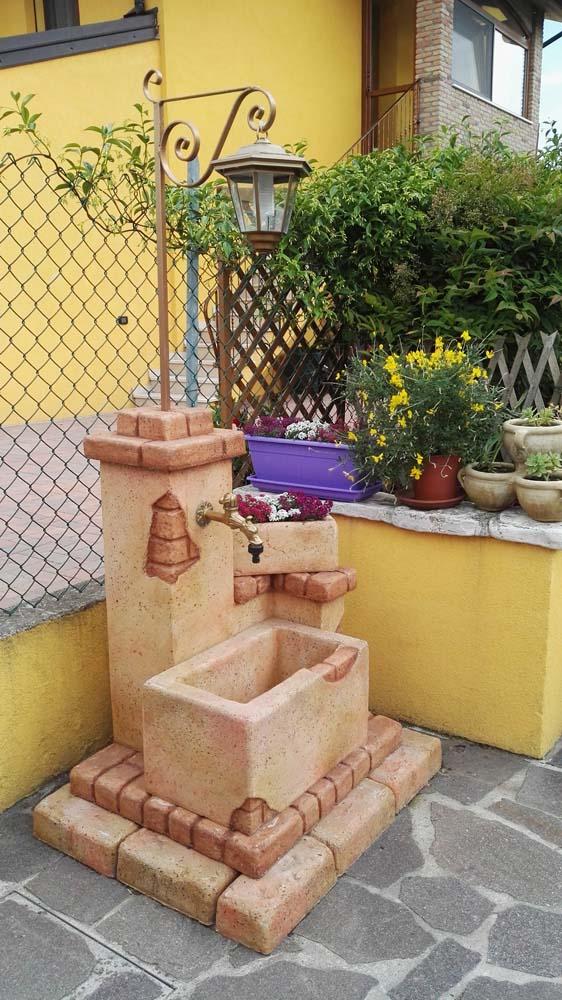 Fonte del casale con lanterna r c di rinaldi geom franco - Accessori per fontane da giardino ...