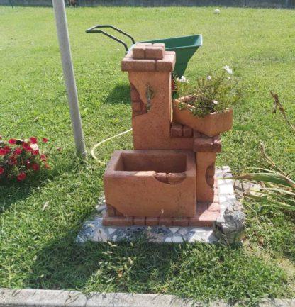 fontana fonte del casale e vaso rettangolare 30, col. mattone, località: Piove di Sacco (Padova)
