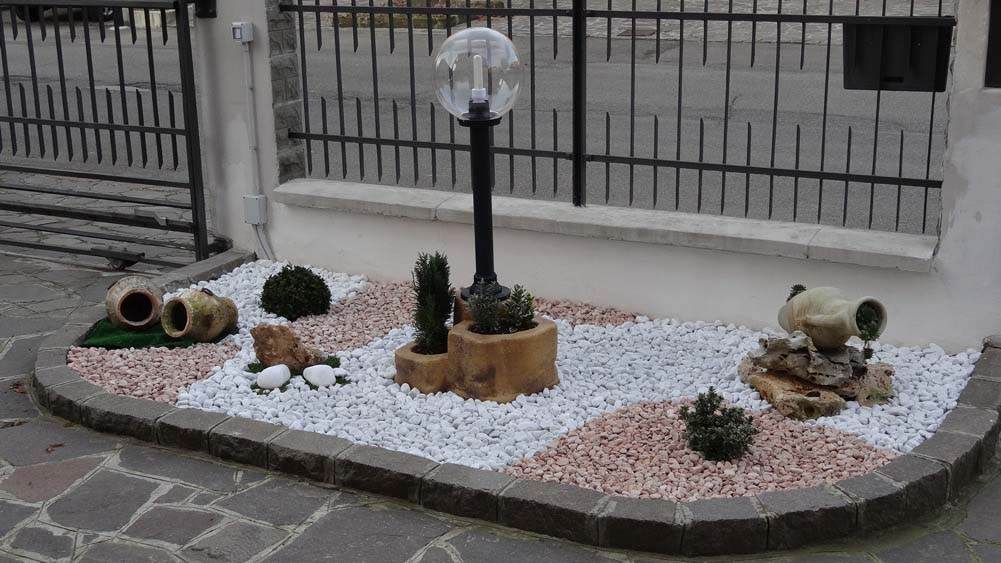 Lampade da giardino e illuminazione r c di rinaldi geom for Rocce per giardino prezzi