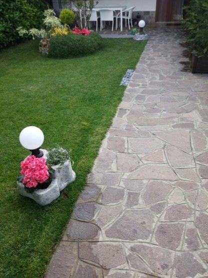 lampada da giardino con base media in finta roccia col. antichizzato, cod. 11PLMATL, località: Boltiere (Bergamo)