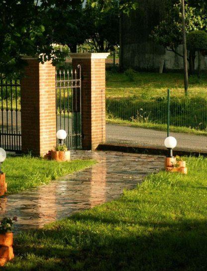 lampada da giardino con base media in finta roccia col. mattone, cod. 11PLMML, località: Lendinara (Rovigo)