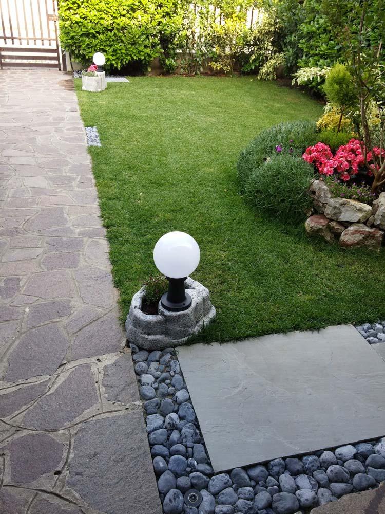 Lampada da giardino con base piccola in finta roccia - Cavo con lampadine da esterno ...