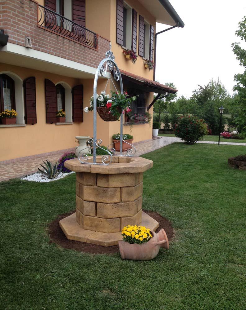 Pozzi da giardino pergole autoportanti tavoli e panchine for Pozzi finti per giardino