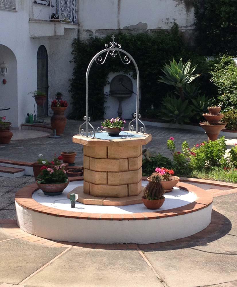 Pozzi da giardino in mattoni design casa creativa e - Design giardino casa ...