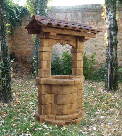pozzo da giardino Brenta con tetto col. old stone, cod. 06PBTOS versione 2009, località: Lendinara (Rovigo)